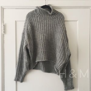 NWOT // H&M // gray turtleneck